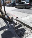 Bolardos quebrados en un accidente de tránsito en la 9a. avenida y 13 calle, zona 1.(Foto Prensa Libre: Óscar Rivas)