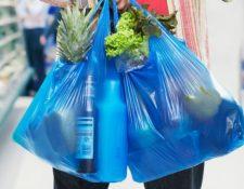 Con la nueva disposición del Gobierno dentro de dos años solo se podrán usar bolsas biodegradables, pero sector de plástico indica que esa no es la solución a los problemas de contaminación en el país. (Foto, Prensa Libre: Hemeroteca PL).