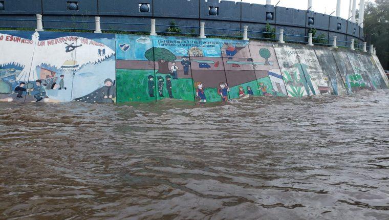 Inundación en los alrededores del Campo Marte. (Foto Prensa Libre: Cortesía).