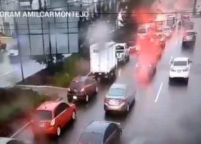 Congestionamiento en las zonas 10 y 15. (Foto Prensa Libre: Amílcar Montejo).