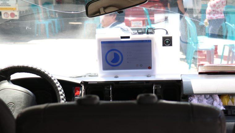 Desde este martes 24 de septiembre se comenzaron a instalar los primeros aparatos de lectores de DPI (Foto Prensa Libre: Raúl Juárez)