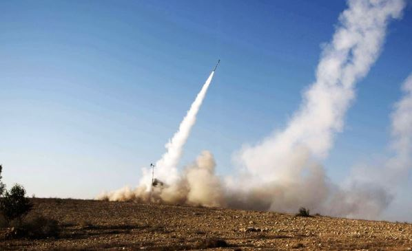 En mayo pasado un misil impactó cerca de la embajada estadounidense en Bagdad. (Foto Prensa Libre: AFP).