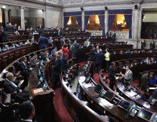 Diputados participan en sesión en el Congreso para conocer el acuerdo del estado de Sitio en 22 municipios de cinco departamentos. (Foto Prensa Libre: Juan Carlos Pérez).