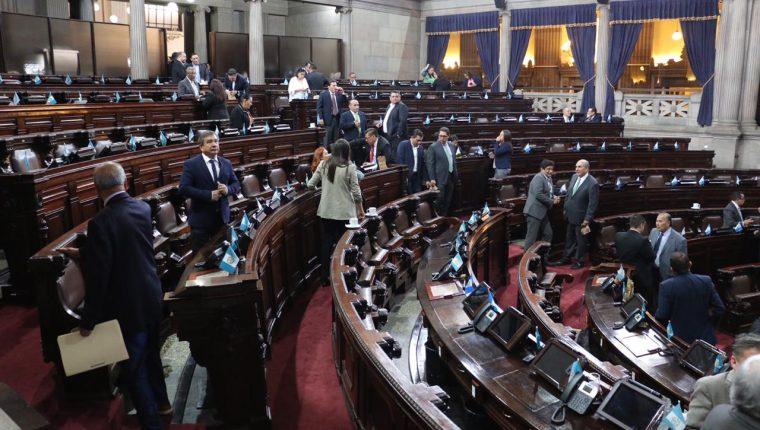 Pocos diputados se dan cita en el Congreso para conocer el estado de Sitio decretado por los incidentes en El Estor, Izabal. (Foto Prensa Libre: Juan Carlo Pérez).