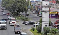 Anadie evaluará si en la calzada San Juan es viable que funcione el metroriel.(Foto Prensa Libre: hemeroteca PL)