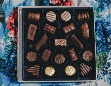 Una de las principales ventajas de comer chocolate puro y oscuro es que no es necesario comer grandes cantidades para sentirse saciado. (Foto Prensa Libre: Servicios)