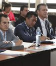 Implicados y abogados defensores escuchan la resolución de Miguel Ángel Gálvez que duró Más de cuatro horas. (Foto Prensa Libre: Noé Medina)