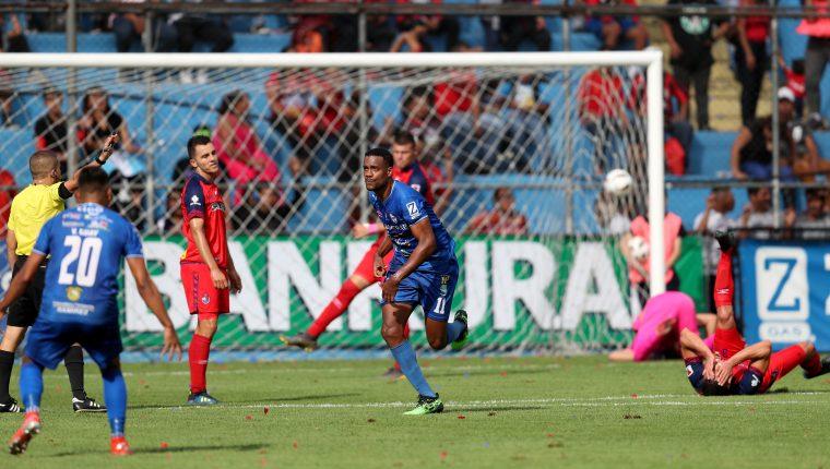 Mitchell, de Cobán Imperial, ha sido la figura de su equipo. (Foto Prensa Libre: Carlos Vicente)