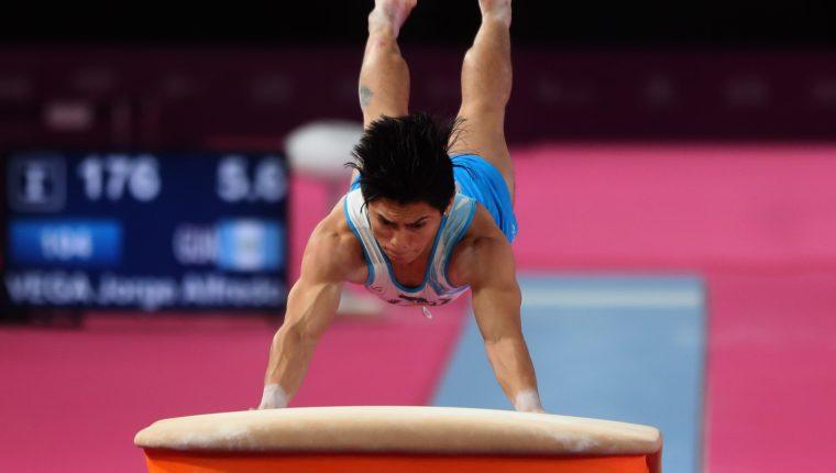 Jorge Vega fue medalla de plata en salto al potro en Lima 2019. (Foto Prensa Libre: Carlos Vicente)