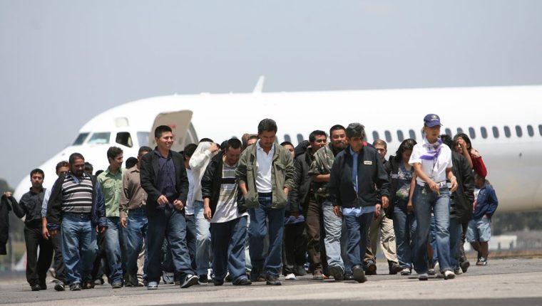 En julio pasado el presidente de Estados Unidos, Donald Trump, anunció la aplicación de la deportación acelerada de inmigrantes. (Foto Prensa Libre: Hemeroteca PL)