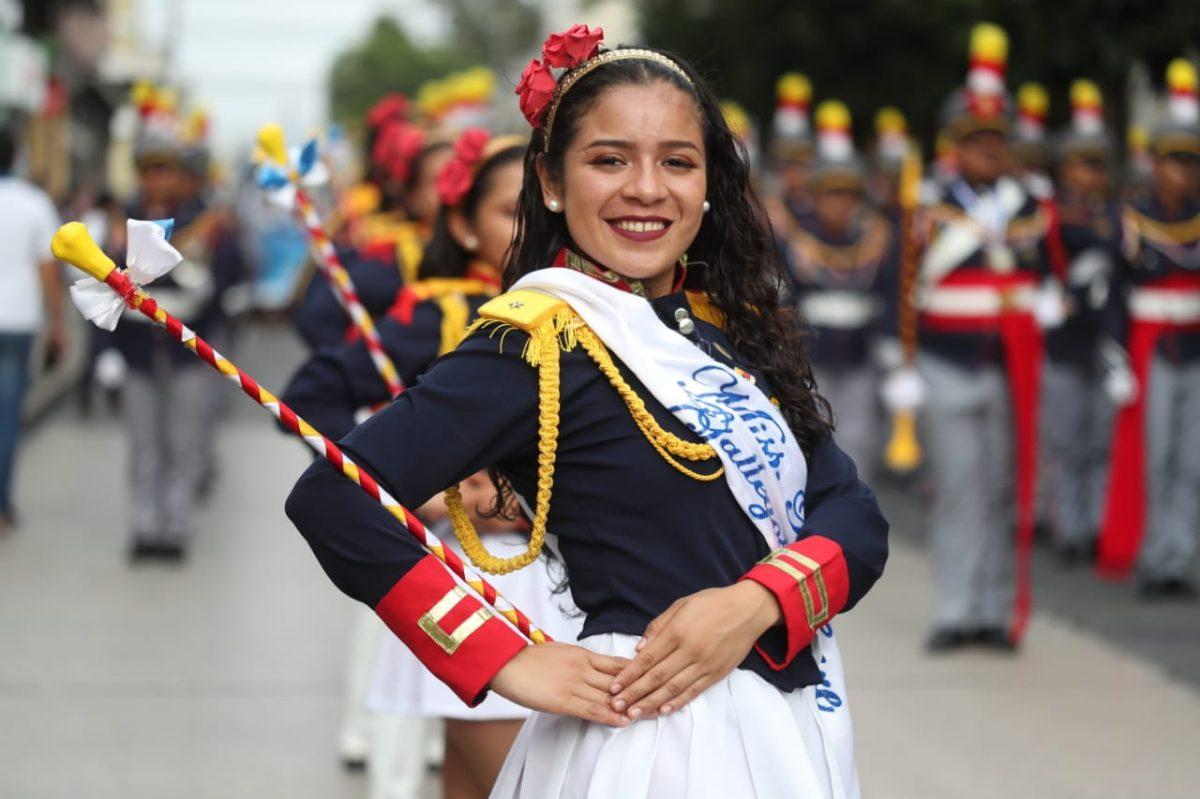 Con sus mejores galas estudiantes celebran los 198 años de Independencia