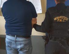 Las detenciones en municipios bajo el estado de Sitio han sido por diversas causas. (Foto Prensa Libre: PNC).