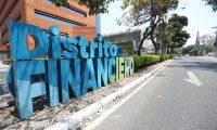 Distrito financiero , 7a. Avenida de la zona 9.  R—tulos que la municipalidad ha colocado para identificar lugares de la ciudad.                                                                                            Fotograf'a Esbin Garcia 29-04- 2019.