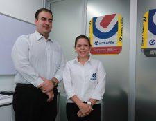 La firma de capital colombiano se estableció en Guatemala para importación de cemento.  informaron Estuardo Solís, Director Administrativo y Gabriela Reyes, Directora de Mercadeo de Cementos Ultracem Guatemala. (Foto, Prensa Libre: Juan Diego González).