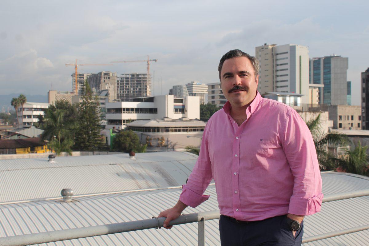 El ejecutivo que construye entre el mundo del cemento y el del vino