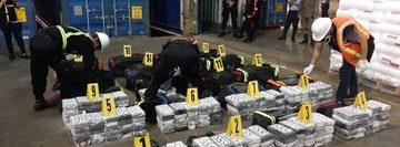 Este es el primero de seis contenedores que las autoridades inspeccionan. (Foto Prensa Libre: PNC)