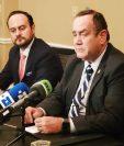Alejandro Giammattei, presidente electo, y Pedro Brolo, su futuro canciller, durante una rueda de prensa en Washington. (Foto Prensa Libre: @DrGiammattei)