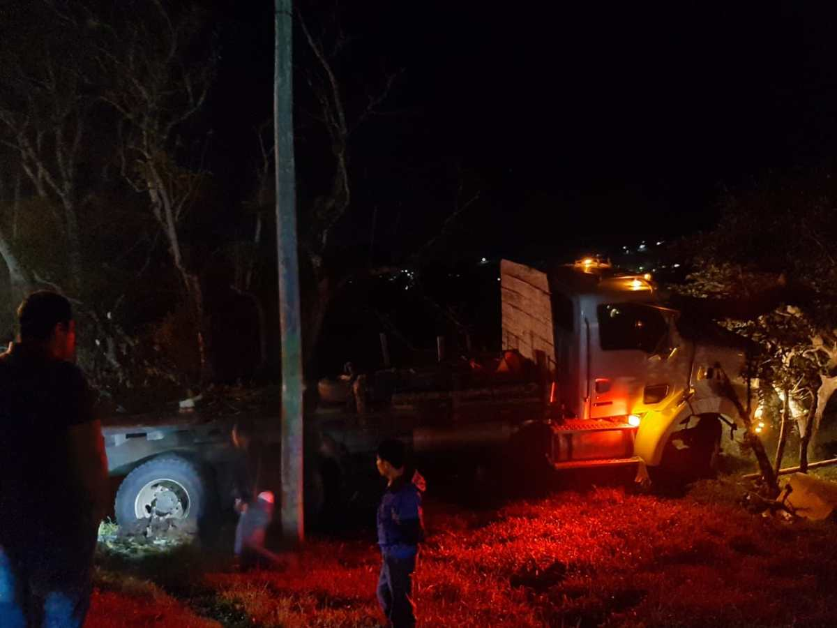 Gobernador de Alta Verapaz sale ileso de aparatoso accidente