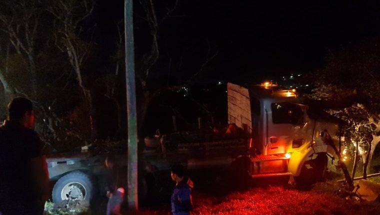 Al parecer, este camión perdió el control y causó el accidente. (Foto: Eduardo Sam)