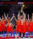 Los jugadores de la selección de España celebran su segundo título mundial. (Foto Prensa Libre: Twitter @BaloncestoESP)