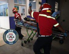 Un hombre herido en el bulevar Los Próceres es ingresado al Hospital Roosevelt. (Foto Bomberos Municipales)