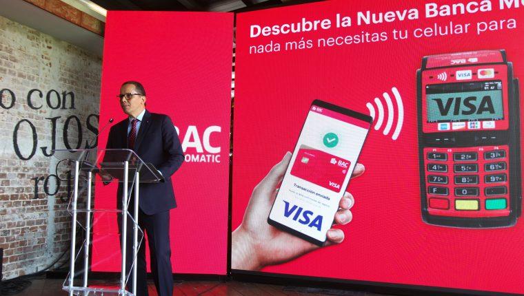 Juan Maldonado vicepresidente de banca de personas y  medios de pago de BAC Credomatic presentó la nueva forma de pago Banca Móvil. Foto Norvin Mendoza