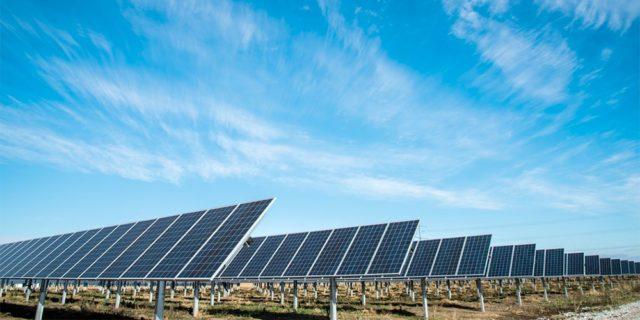 Inde: Licitación para adquirir energía solar ensombrecida por anomalías