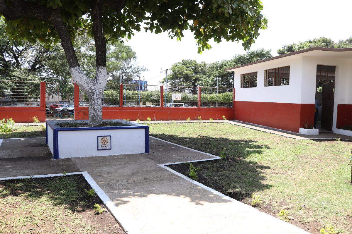Escuela que fue utilizada como albergue durante tragedia del Volcán de Fuego ahora luce diferente