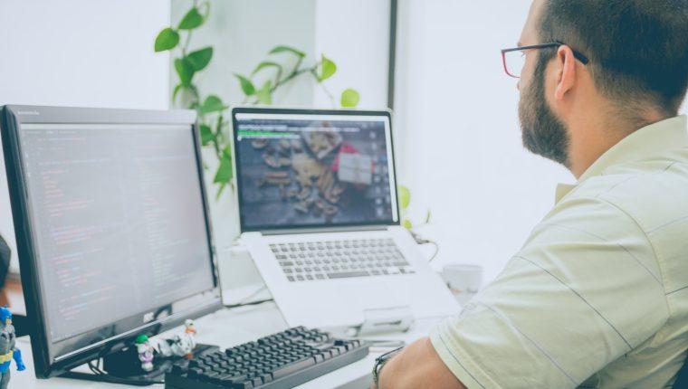 Un lugar ordenado, libre de ruidos, bien iluminado y limpio será el sitio ideal para estudiar en línea. (Foto Prensa Libre: Servicios)