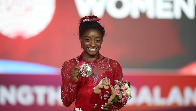 Simone Biles es la gimnasta que más premios ha ganado de la historia de Estados Unidos. (Foto Prensa Libre: AFP)
