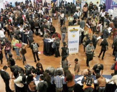 En las ferias del empleo que realizan varias organizaciones se ve la alta demanda de una oportunidad de trabajo. (Foto, Prensa Libre: Hemeroteca PL).