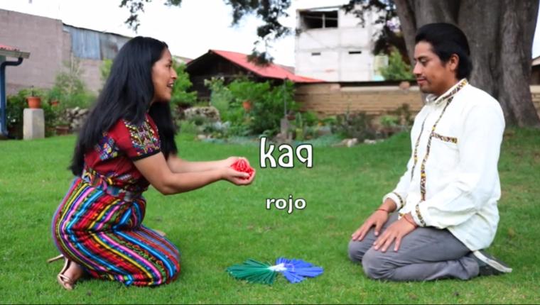 Los integrantes de Ki´kotemal utilizan los videos para divulgar el uso de los idiomas de Guatemala y enseñar la pronunciación. (Foto Prensa Libre: Captura de video)