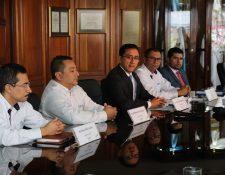 En conferencia autoridades del Inde: Marco Gudiel, gerente de transporte de energía, Roberto Barrera, gerente de generación, Carlos Beltetón, gerente general, Maynor Jiménez, gerente de comercialización, Luis Fernando Chavarría, gerente financiero.