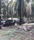 En el ingreso a Semuy 2, El Estor, Izabal, se observa presencia de vehículos militares. (Foto Prensa Libre: Dony Stewart)