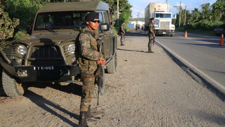 El Ejército dirige varios operativos en los lugares con estado de Sitio. (Foto Prensa Libre: Dony Stewart)