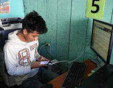 El proyecto pretende capacitar a jóvenes interesados en la producción de software. (Foto Prensa Libre: Archivo)