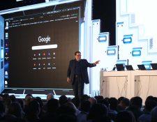Kevin Mitnick el hacker más famoso del mundo, autor best-seller y expositor sobre ciberseguridad.