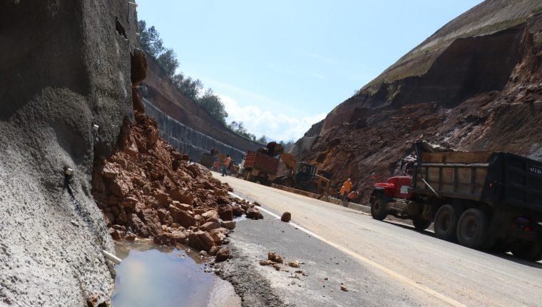 Área donde ocurrieron los derrumbes en el libramiento de Chimaltenango. (Foto Prensa Libre: Hemeroteca).
