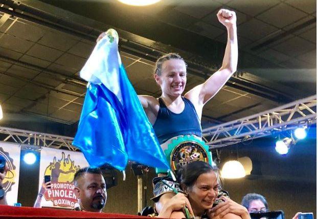 """La boxeadora María Micheo celebra su victoria ante la mexicana Cinthia """"Tormenta"""