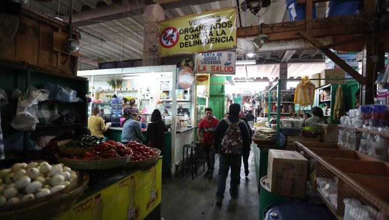 Este año la municipalidad intentó comprar en dos ocasiones cámaras de vigilancia para los mercados municipales. (Foto Prensa Libre: María Longo)