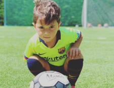 Mateo Messi, el crack de cuatro años que capta la atención de los aficionados al futbol con sus ocurrencias. (Foto Prensa Libre: Instagram antonelaroccuzzo)