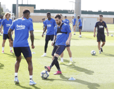 Lionel Messi trabaja con el grupo, pero sigue siendo duda para la Champions League. (Foto Prensa Libre: FC Barcelona)