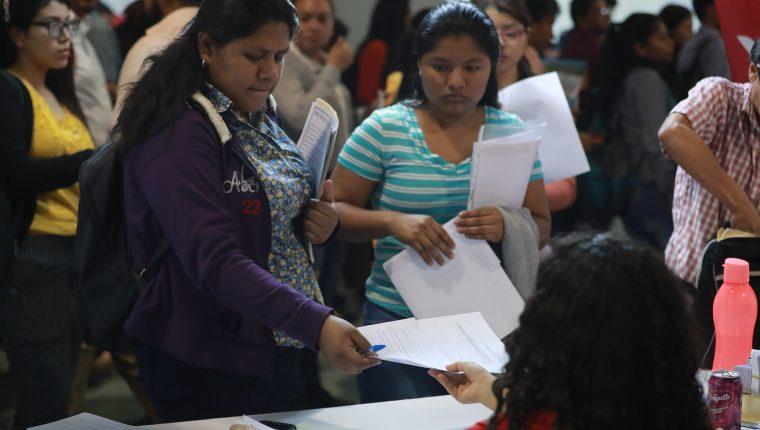 La población en edad de trabajar en Guatemala es de 11.7 millones y la población económicamente activa, 7.1 millones, mientras que el desempleo abierto del 2%, según la Enei del 2018. (Foto Prensa Libre: Hemeroteca)