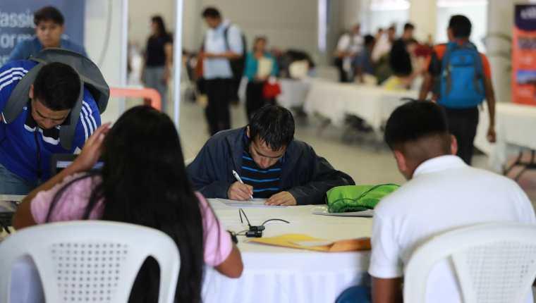 La tasa de desempleo en Guatemala -total- es de 2.5%, que equivale a unas 179 mil personas, de la población ocupada de 6.9 millones; la población en edad de trabajar fue de 12 millones y la población económicamente activa en 7.1 millones, según la Enei 2019. (Foto Prensa Libre: Hemeroteca)