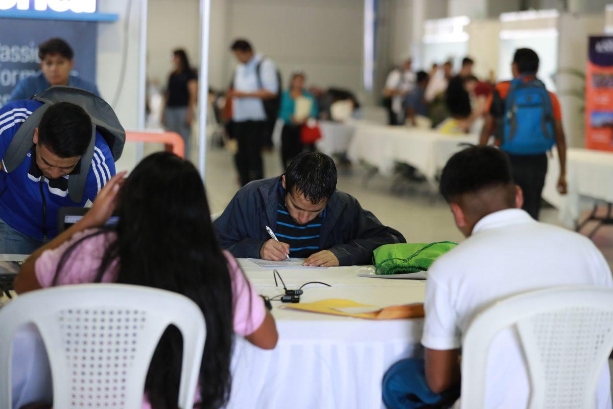 Al menos dos de cada 10 guatemaltecos ganan por debajo de sus capacidades, según el INE
