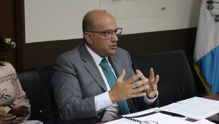 Carlos Narez, actual secretario ejecutivo de Conamigua, durante una citación en el Congreso. (Foto Prensa Libre: Hemeroteca PL)