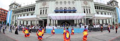 Banderas, trajes y mucho colorido, sobresale en el desfile de la independencia de Guatemala. Fotografía Prensa Libre: Erick Avila