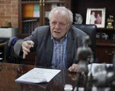 Félix Serrano, rector de la Universidad Mesoamericana en entrevista con Prensa Libre sobre la resolición de la CC que regresa el proceso de postulación al comienzo. (foto Prensa Libre: Esbin García).