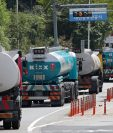 Vehículos cisterna se preparan con combustible  en Corea del Sur. (Video AFP)