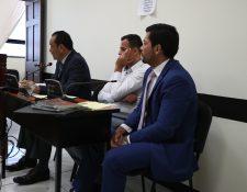 Marco Pappa escuchó la resolución del juez junto a sus abogados defensores. (Foto Prensa Libre: María Longo)